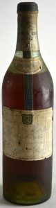 Many people think this is a first edition, around 1912; but it is a 1928-1930 bottle: it already states 'cordon bleu' on the main label.