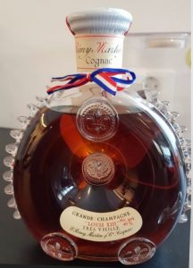 Tres Vieille ; Baccarat 0,7l (stated at bottom) alc geh. 40% (1980s; with plexiglass casing) Boelen import (NL)
