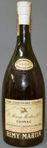 1950s; on the neck label: 'Rémy Martin' above VSOP and 'Brand cognac brandy' below it; New York import; 4/5 quart
