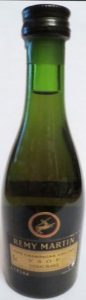 40%vol and 5cl are sitting higher on the label; interesting differences between this emblem and emblem of previous bottle (click)