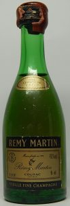 Cotisation mark in upper left; 40%Vol in upper right; 5cl in lower right; underneath: 'vieille fine champagne'. Waxed cap.