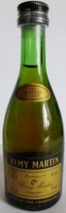 Cotisation mark in upper left; 40%Vol in upper right; 5cl in lower right; underneath: 'vieille fine champagne'.