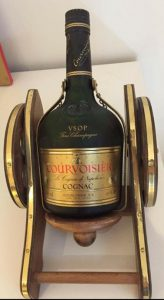 On the shoulder: VSOP fine champagne; alcohol percentage on the left and content on the right