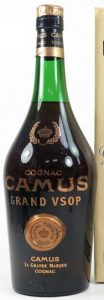Smaller letters (note the distance between the letters and the 'royal choice' seal); on the capsule: Camus - Cognac (without 'the grand marque')