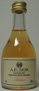 Screw cap and with 'appellation cognac controlé' on it
