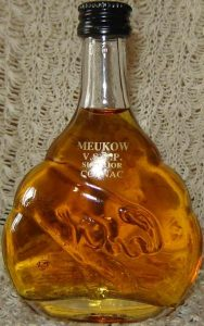 5cl VSOP, content not stated on front; the eye and ear of the panther are not right