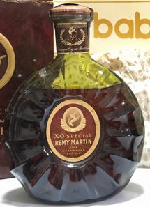 In dark green glass; XO Special is printed above Remy Martin. The sticker on top says: 'specially packed for Singapore Airlines Duty-Free Emporium' (click to see). 1980s