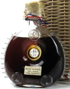 Très Vieille Age Inconnu, with 40 G.L. stated; ratan basket; Cuban import (Rafael Muñoz); 1946-1961