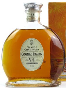 Underneath Frapin it says: 'premier grand cru du cognac' and below VS: 'Luxe 70cl 40%Vol
