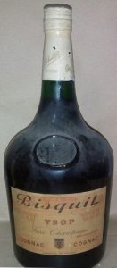 Magnum 'pinte de Pairis' bottle; no license number between the emblem and 'produce of France'