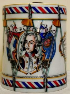 Without the plaquette at the bottom; De Haviland limoges (click to see side, bottom and top)