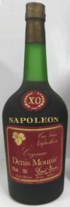 70cl; with a gold leaf instead of the coat of arms