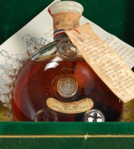 Louis XIII - Very old; in a green case with gold card board and with the drawing of Daydé, USA (ca. 1956-1957)