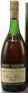 ABV (gradi 40%) stated in upper left and content (70 cl e) in upper right; with a paper seal on top; (1970s)