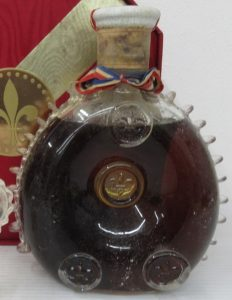 'Very Old' 700ml stated on the right, St Louis crystal; red octagonal box; 1970s