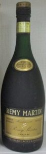 70 cl stated in lower right and 40% G.L. in upper right