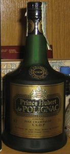 On shoulder label: Fine Champagne above VSOP Cognac; 40% and 70cl stated; underneath: 'producción y embotellado en Francia'; with a paper duty seal (Spanish import)