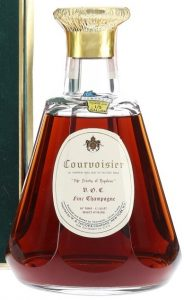 VOC Fine Champagne Baccarat; with the sentence: 'all Courvoisier cognac bears the registered phrase'; 4/5 quart stated. On the neck: 1/5 Gallon, Wisconsin. (US import, Taylor & Co.) (Est. 1960-70s)