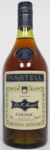 neck label with an emblem; 70cl stated; in the lower right corner it reads: 40% alc. geh. (Dutch market bottle)