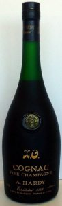 0.70L and 40%vol stated, fine champagne, XO in italics (Asian import)