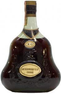 text in outer ring on bottom of label; with paper seal on top; 40° and 75cl stated on the back; Italian import