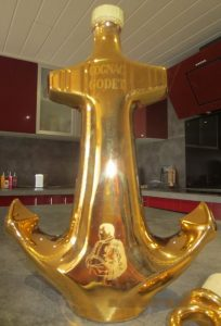 700ml golden anchor, without the number on the bottom