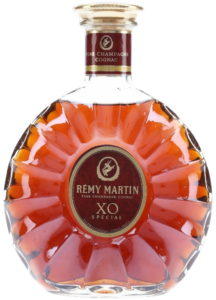In clear glass; XO Special is under Remy Martin; with text in golden band on bottom of neck label; an accent on the E of Rémy; arm of the centaur on main label does not touch the tail; 70cl stated on back of the neck (click to see) (1990s)