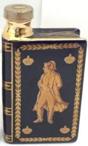 blue; Napoléon in unicolour; Camus is written wider than Napoleon