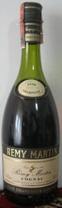3 stars and Fine Champagne on neck label; on bottom left is stated: '0,70Le'. With a paper duty seal on top.