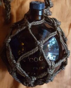 Prestige, black stopper, grey rope